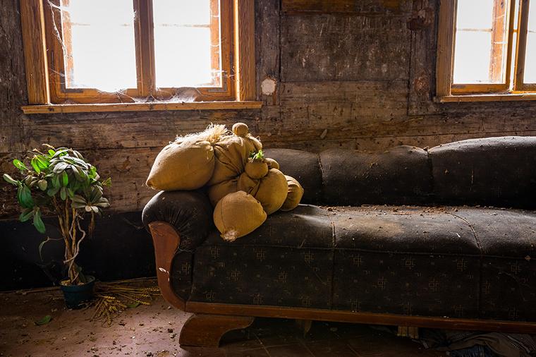 你還在用錯誤的方式對待沙發嗎??快來看讓沙發減少壽命的錯誤行為