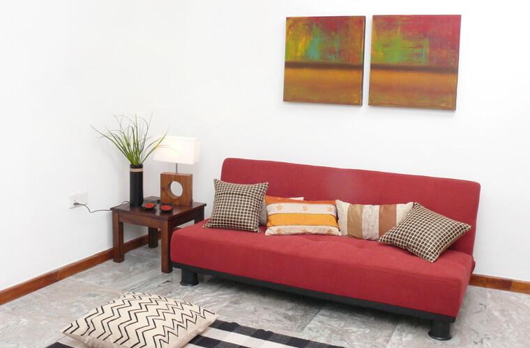沙發床的多功能性,需要時立刻攤開發揮作用