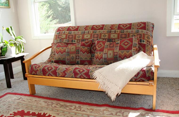 沙發床使用合格天然的內墊材質,才能避免造成健康的疑慮