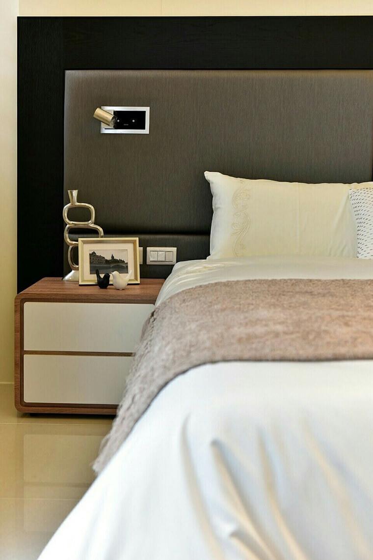 現代配置案中常常需要床頭櫃,因為系統家具沒辦法做