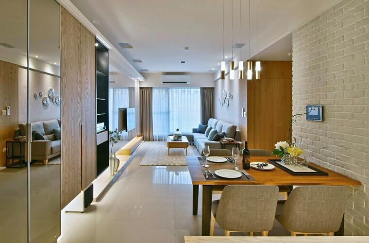 照片上的空間,屬於餐廳與客廳穿透感強烈的設計