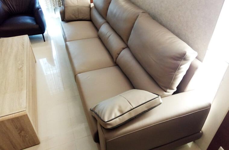 如果喜歡中度坐感、中度彈力、柔軟坐彈、柔軟彈力這4種類型的沙發,都相當適合選用Nappa牛皮皮面的沙發。