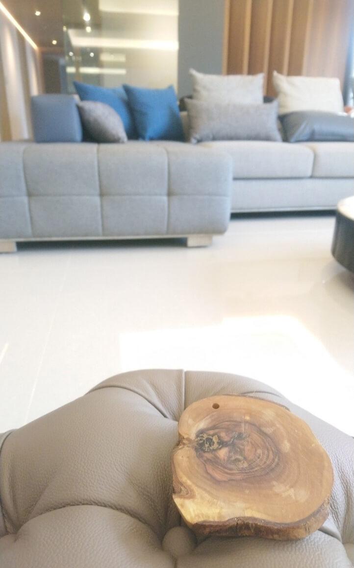 透過側面的剪影,我們所說這組沙發的內涵,在每個角度都會有獨特的設計語彙